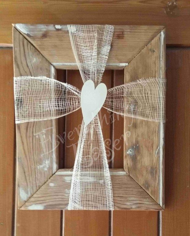 Frame with ribbon&heart detail